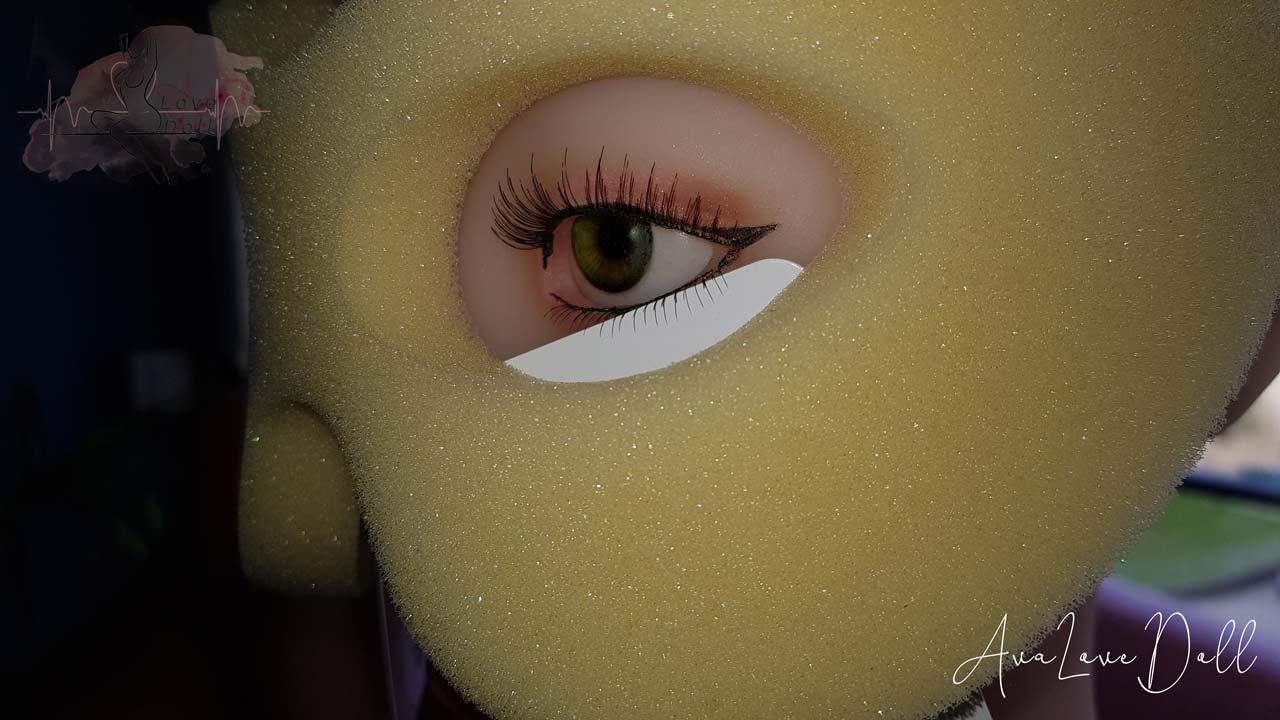 Recoller-cils-Ava-love-doll